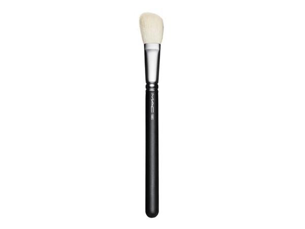 MAC 168  Angled Contour Brush