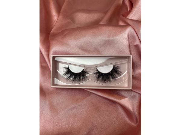 VERY SASSY COSMETICS Boss Babe Mink Eyelashes
